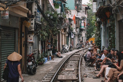 Alley residence and people in Hanoi - Hanoi Food