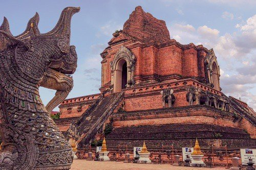 Dragon and the Chedi Luang Temple - Thailand Travel Guide