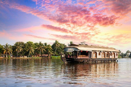 House boat in backwaters - Ultimate India Travel Guide