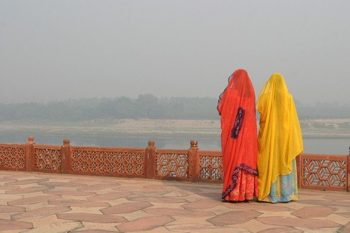 Indian wormen near the river - India Travel Guide