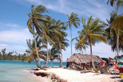 Island hut and Molas for sale - panama travel guide