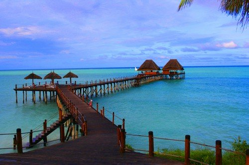 Relax. a beautiful resort with a bungaolo over the water. - Venezuela travel guide