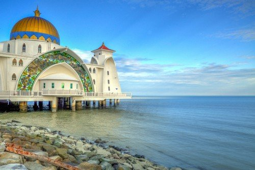 The iconic Masjid Silat mosque off the reclaimed islet of Pulau Melaka in Malacca, Malaysia.