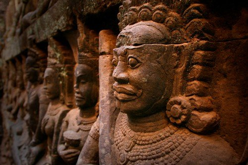 Angkor Wat, statue in Cambodia - Budget Cambodia Travel Guide