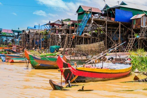 Boats and stilt houses in Kampong Phluk floating village, Tonle Sap lake, Siem Reap Province, Cambodia - Budget Cambodia Travel Guide