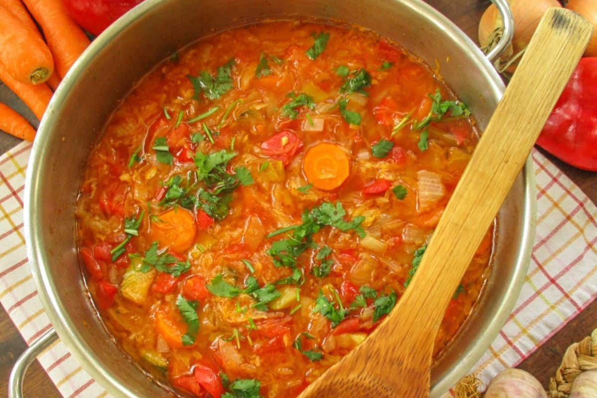 1. Russian Food - Traditional Russian Cabbage Soup (Shchi) (1)