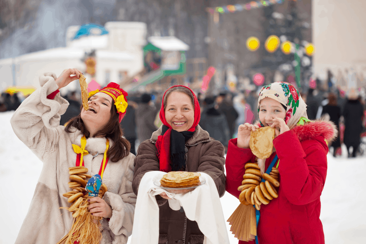 13.Traditional Russia Women Eating
